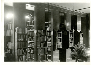 barnes_bar0097002_1921_amherst library association, town hall, alcove in s. east corner.jpg