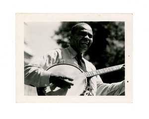 robert_gilbert_1952_gil_roberts_smiling_and_playing_banjo.jpg